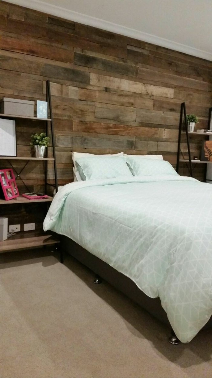 wohnideen schlafzimmer hölzerne wandpaneele für mehr gemütlichkeit