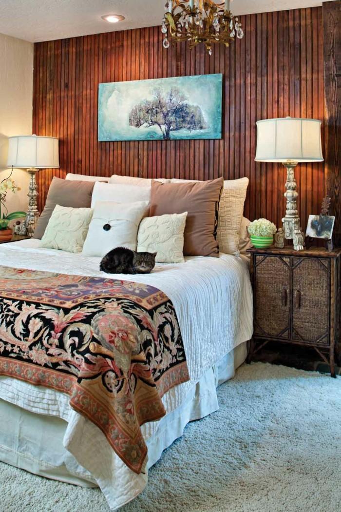 wohnideen schlafzimmer hölzerne wandpaneele weißer teppich