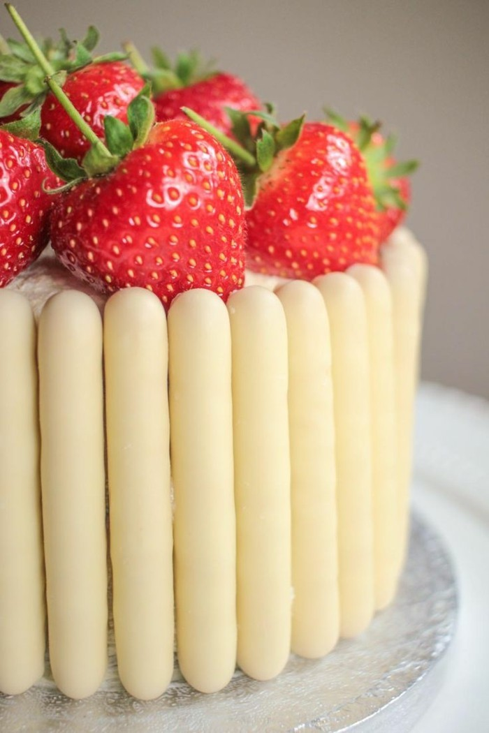 ausgefallene torten erdbeeren torte dekorieren ideen festliche stimmung