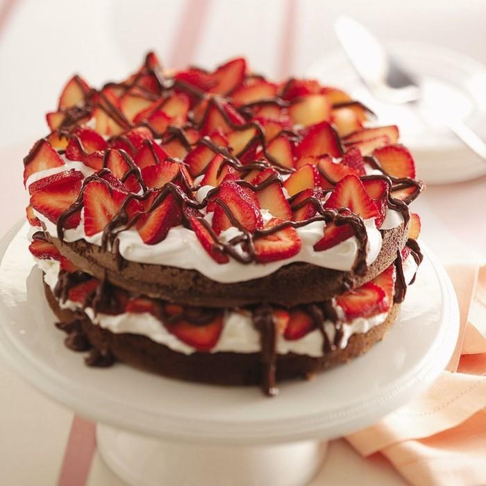 ausgefallene torten kuchen dekoration mit erdbeeren
