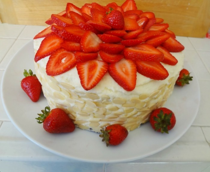 ausgefallene torten mascarpone torte mit erdbeeren