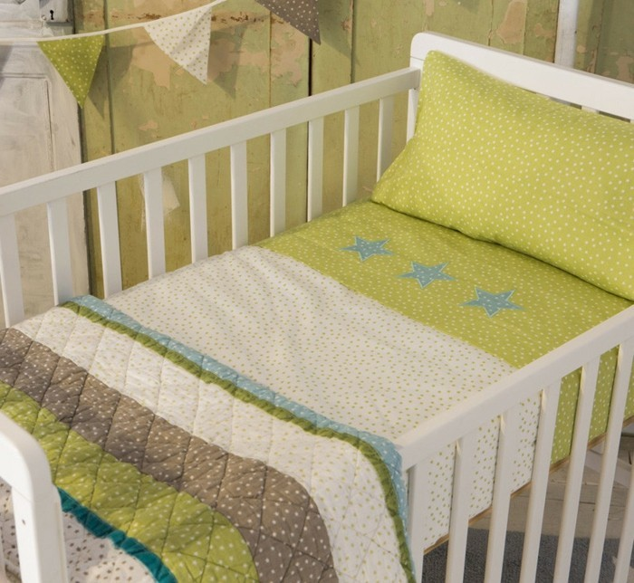 babybettwäsche-textura-heimtextilien-babybett-weiss-sterne-gelbgrün