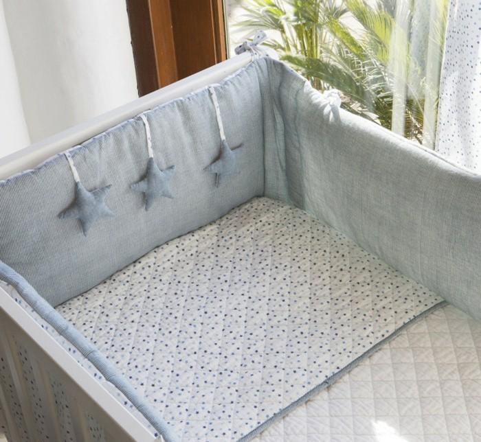 babybettwäsche-textura-heimtextilien-nestchen-blau-stoffsterne-bettlacken