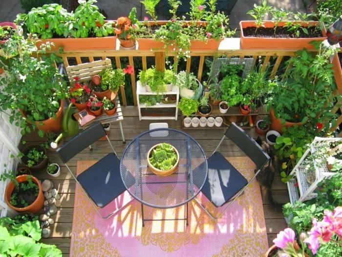 balkon gestalten tipps klappbare balkonmöbel metalltisch kräuter balkonpflanzen vida lusida