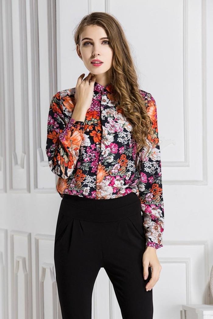 bluse mit blumenmuster kombination mit schwarzen damenhosen