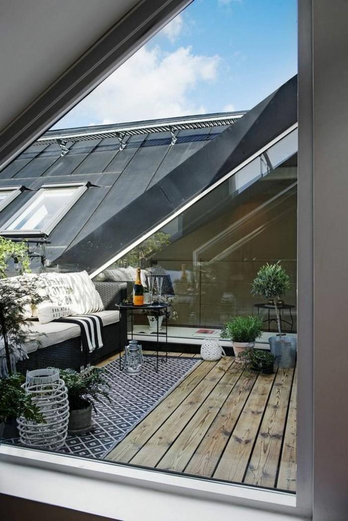 balkongestaltung tipps holzdielen rattansofa laternen balkonpflanzen