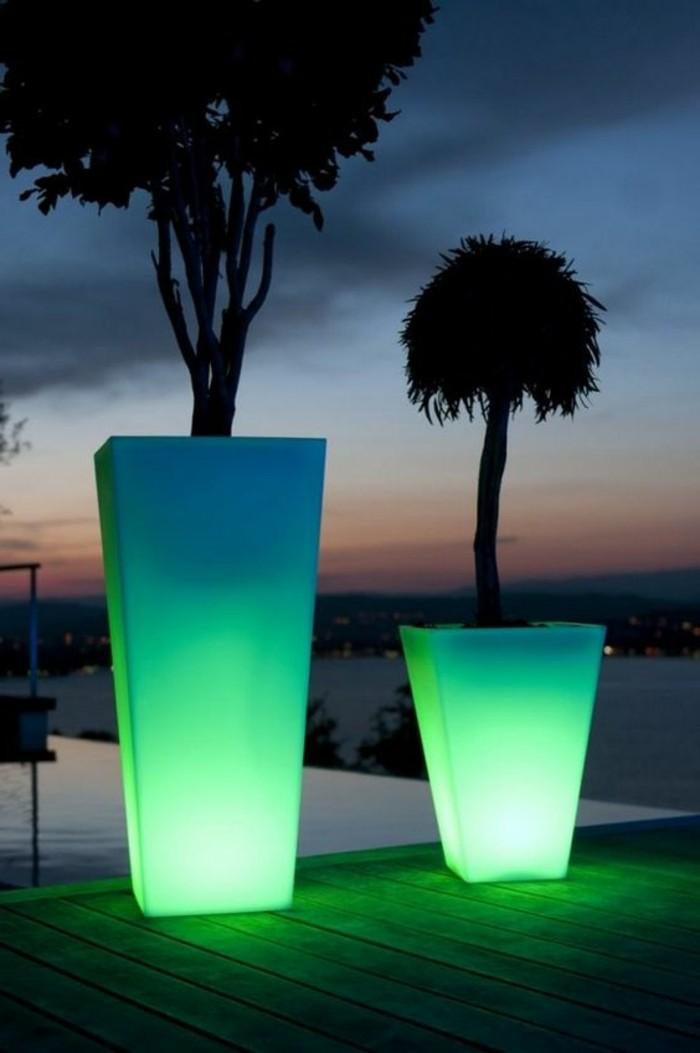 gartenbeleuchtung ideen grünes licht leuchtende pflanzenbehälter
