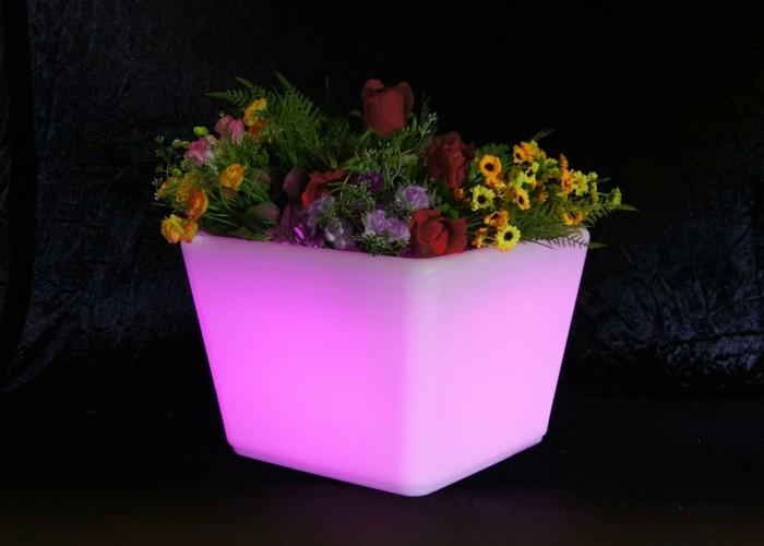 gartenbeleuchtung ideen led pflanzenbehälter blumen dekoideen