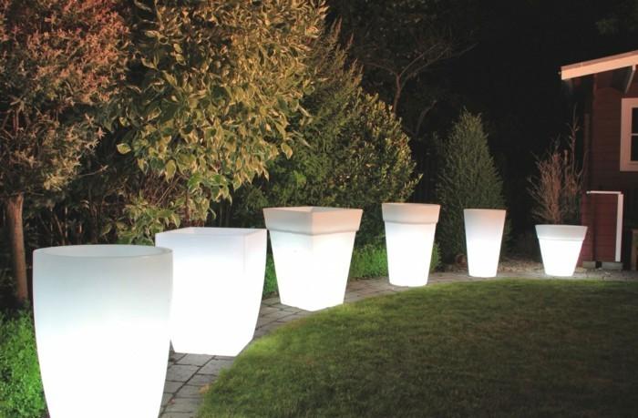 gartenbeleuchtung ideen leuchtende pflanztöpfe gartenideen