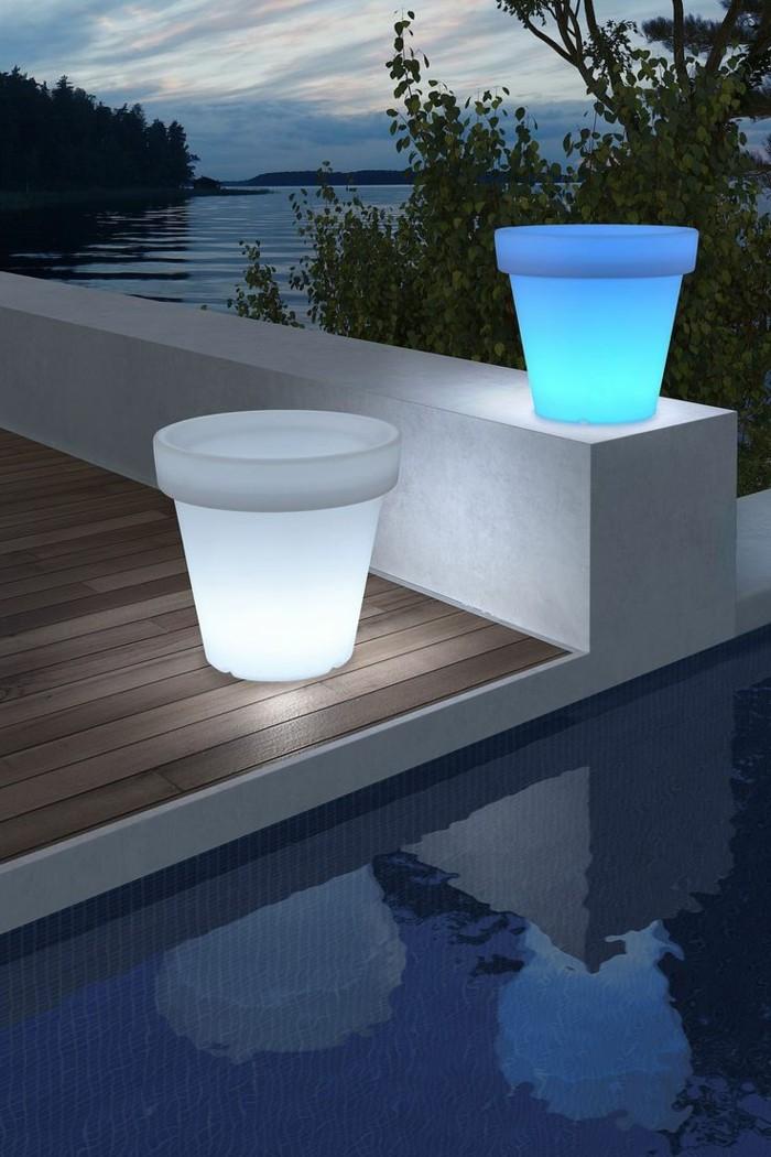 gartenbeleuchtung ideen moderne gartengestaltung schwimmbad leuchtende pflanztöpfe