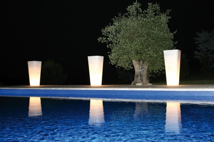gartenbeleuchtung ideen solar beleuchtung ideen schwimmbad leuchtende pflanzenbehälter
