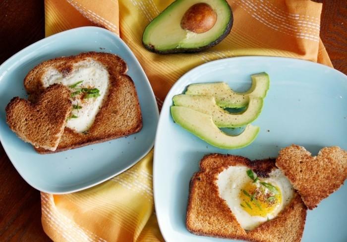 geschenkideen valentinstag frühstück eier brot avocado