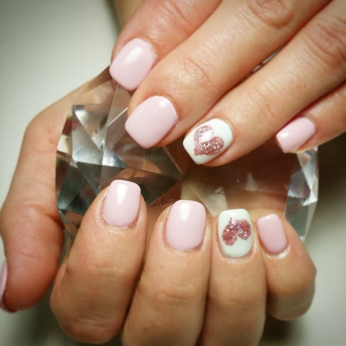 happy valentinstag nageldesign ideen stilvoll dezente dekoration