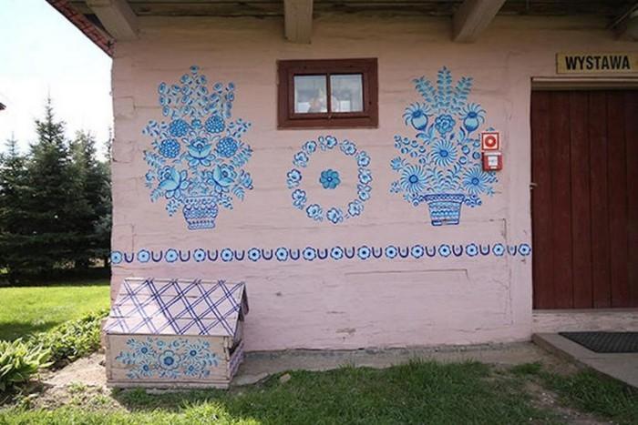 Hausfassade Gestalten Zalipie Blumentöpfe Deko Florale Muster