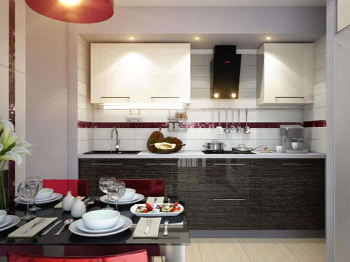 kücheneinrichtung elegante farbige akzente weiße wandfliesen essbereich