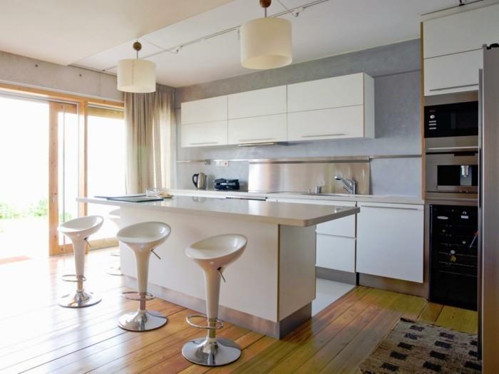 kücheneinrichtung kücheninsel barhocker beige gardinen holzboden