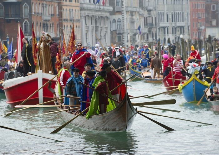 karneval in venedig piazza 25