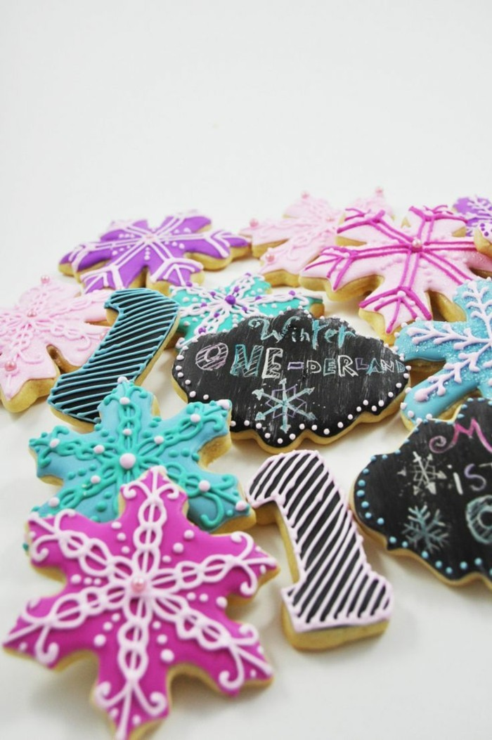 kekse backen schneeflöckchen farbig