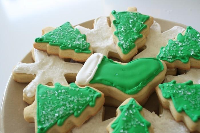 kekse selber backen weihnachten ideen tannenbaum schneeflockchen