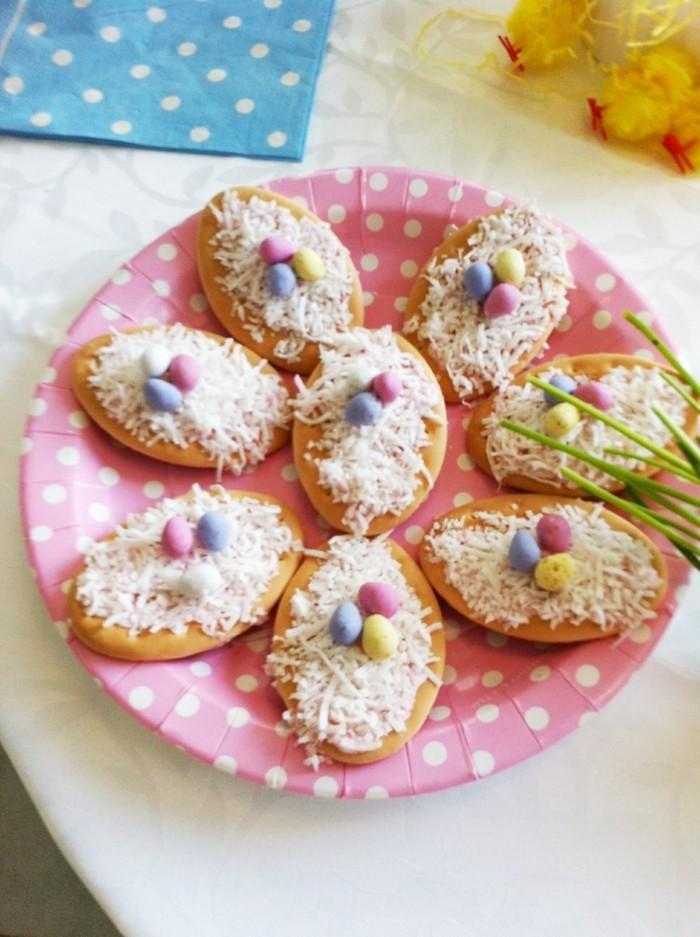 kekse verzieren osterplätzchen vogelnest ostereier