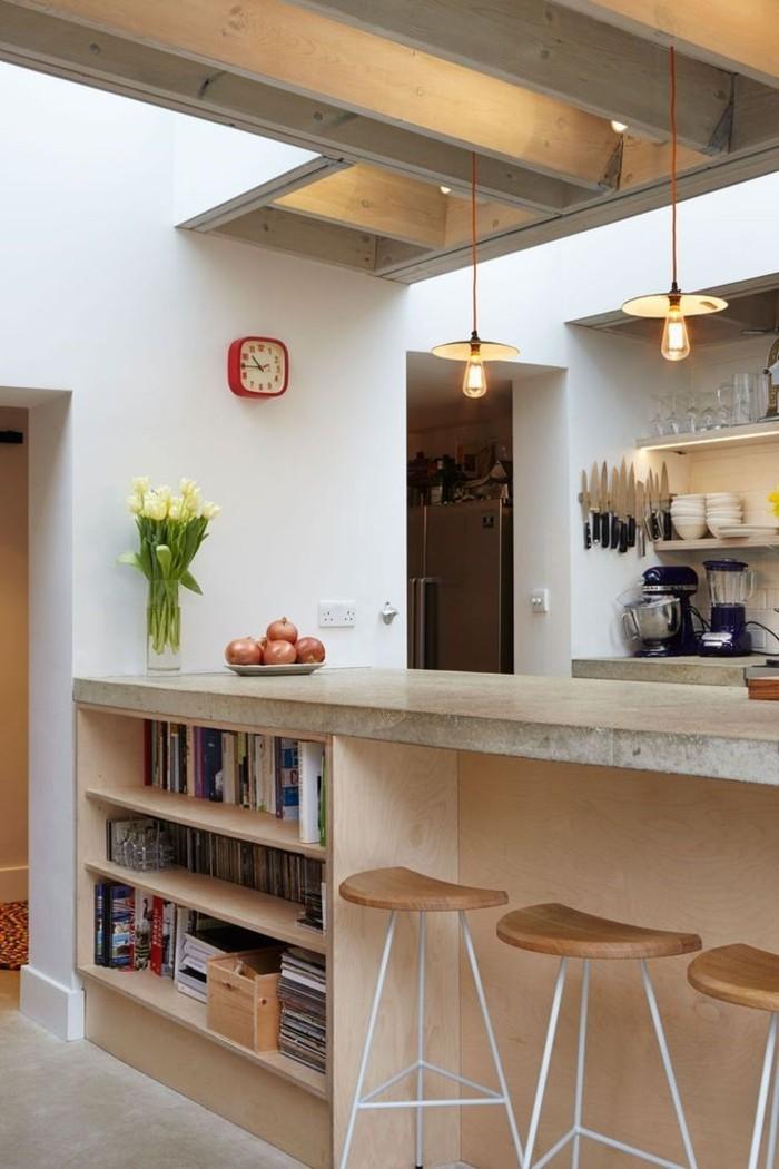 kleine küche einrichten bücher ordnen kücheninsel barhocker pendelleuchten