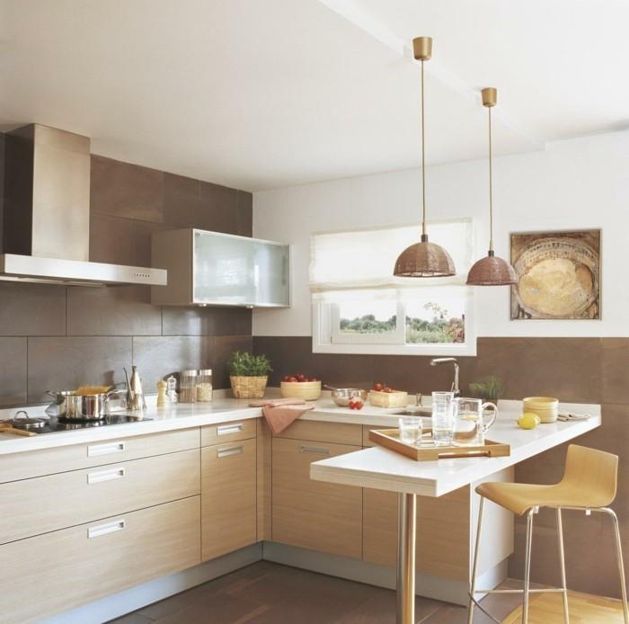kleine küche einrichten küchentisch dunkelbraune wandfliesen hängelampen