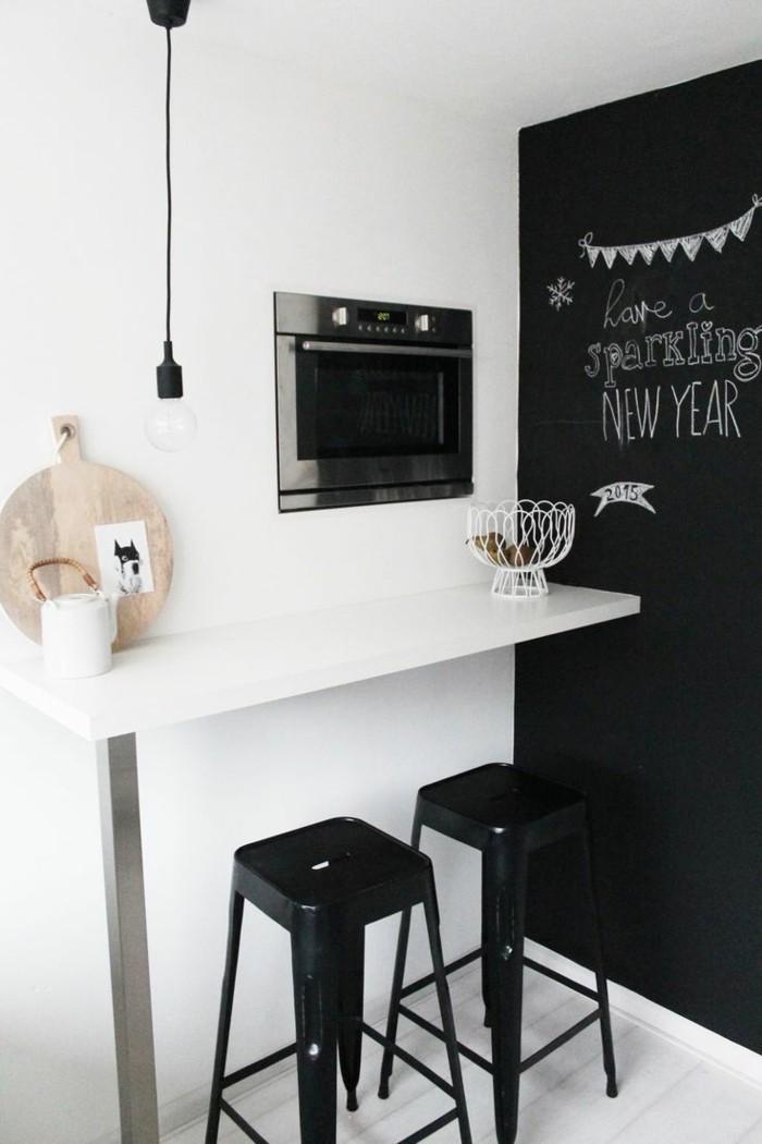 kleine küche einrichten kleine essecke schwarze akzentwand
