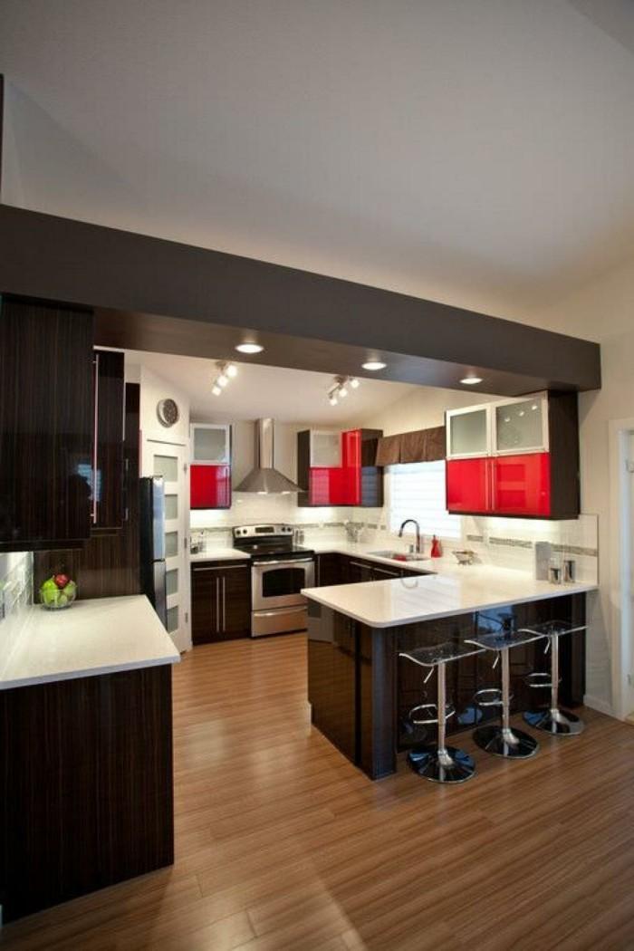 kleine küche einrichten rote akzente küchenschränke