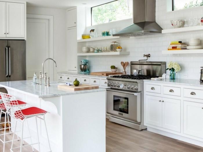 kleine küche einrichten weiße einrichtung freistehende kücheninsel