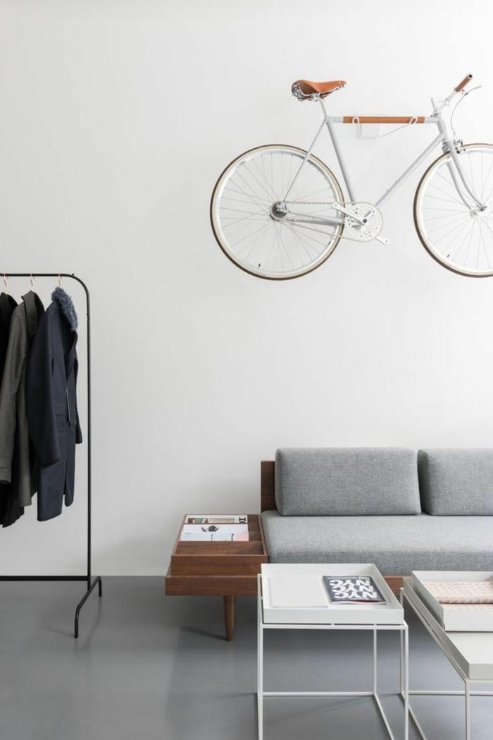 kreative wohnideen stauraum wohnzimmer fahrrad wandhalterung