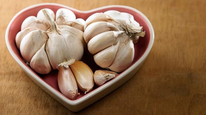 lebensmittel für schöne haut richtige ernährung knoblauch