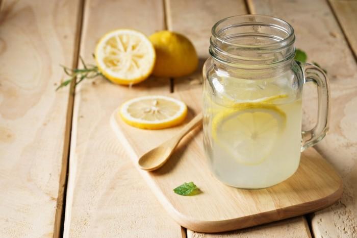 lebensmittel für schöne haut zitronenwasser trinken