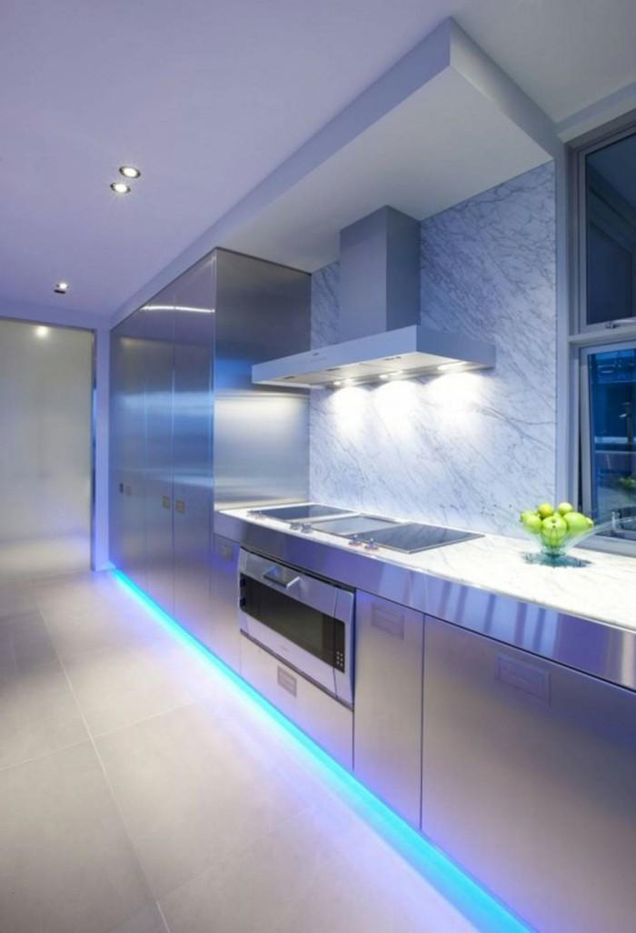led lichtleiste küche beleuchten ideen blaues licht