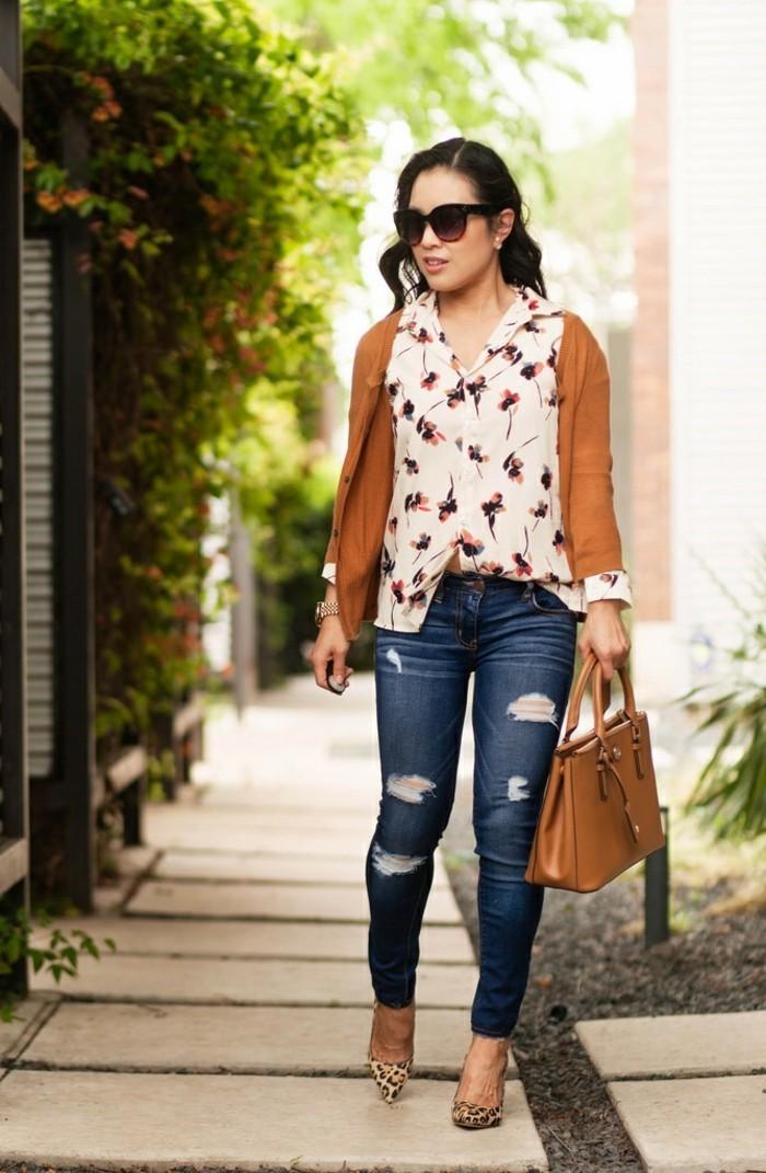 mode für frauen bluse blumen jeans leopardenmuster absätze