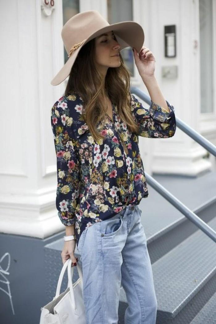 mode für frauen bluse mit blumenmuster jeans hut