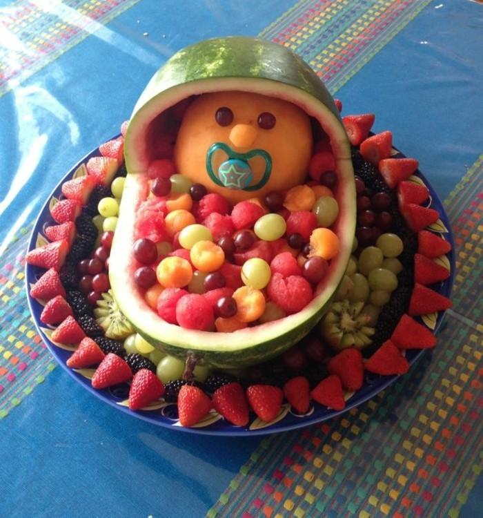 obst deko wassermelone schnitzen erdbeeren