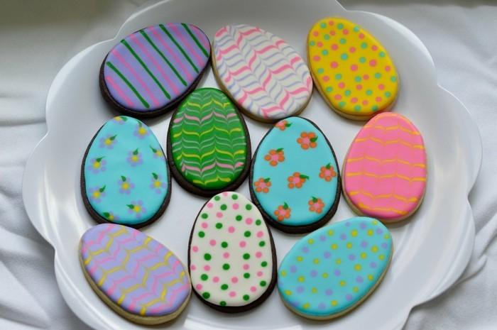 osterplätzchen backen kekse verzieren bunte ostereier dekorieren