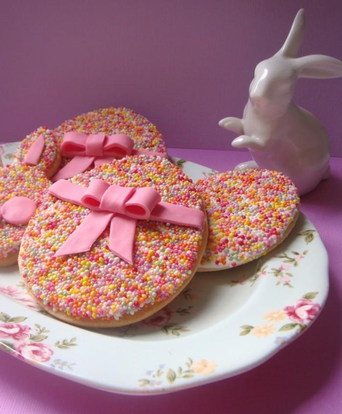 osterplätzchen backen kekse verzieren farbig dekorieren