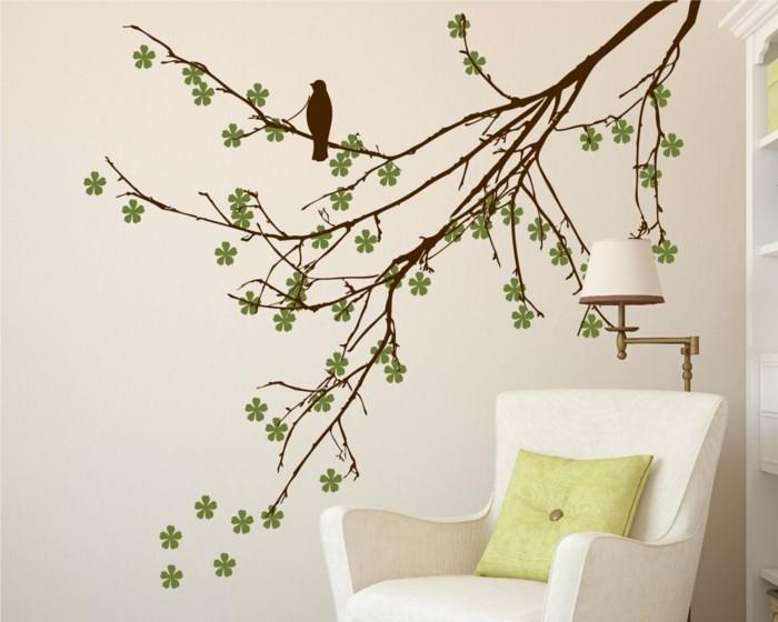 schöne wandtattoos baum zweige blüten sessel grünes dekokissen