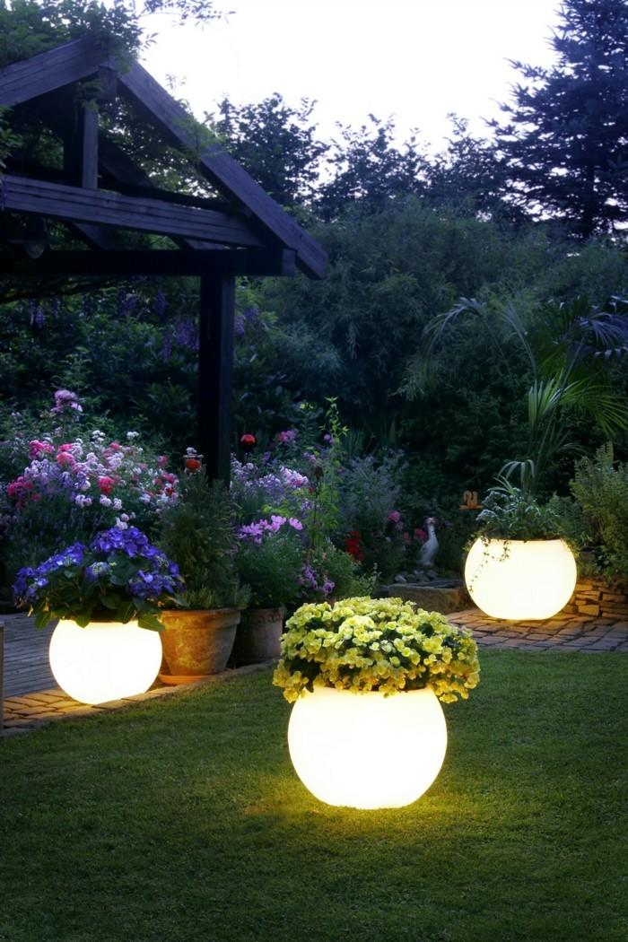 solar gartenbeleuchtung ausgefallene pflanzenbehälter blumen