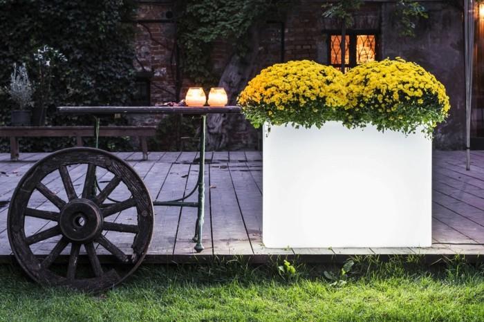 solar gartenbeleuchtung garten gestalten ideen leuchtende pflanzenbehälter