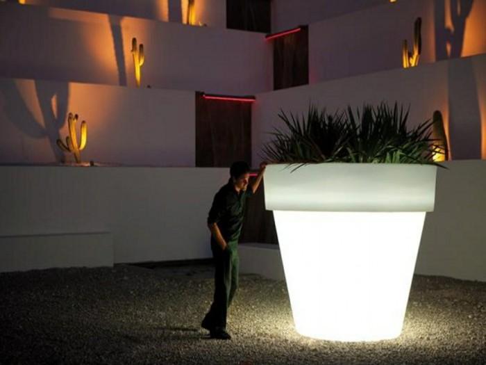 solar gartenbeleuchtung leuchtmittel garten riesiger pflanztopf