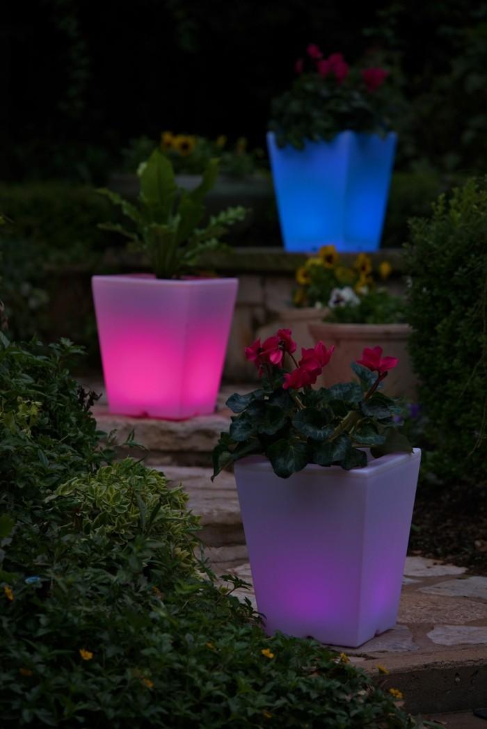 solar gartenbeleuchtung 35 beispiele wie man den garten durch pflanzt pfe erhellen k nnte. Black Bedroom Furniture Sets. Home Design Ideas