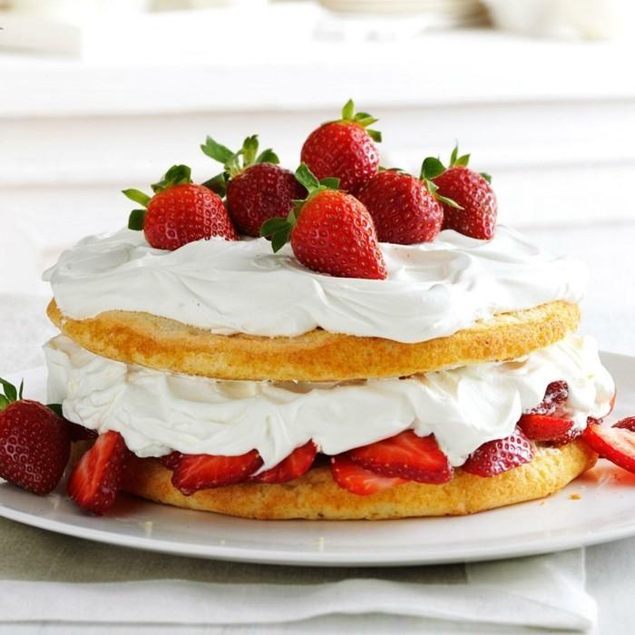 torte dekorieren creme erdbeeren rezeptideen nachspeise