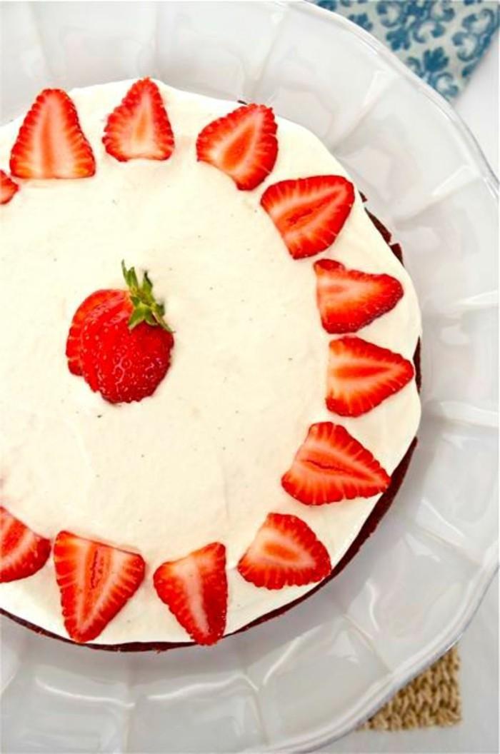 torte dekorieren erdbeeren creme ausgefallene torten