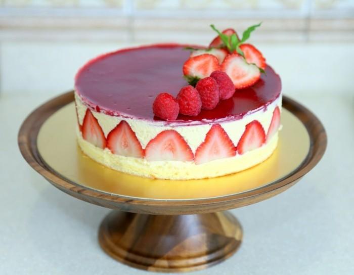 torte dekorieren erdbeeren festlichgeburtstag party