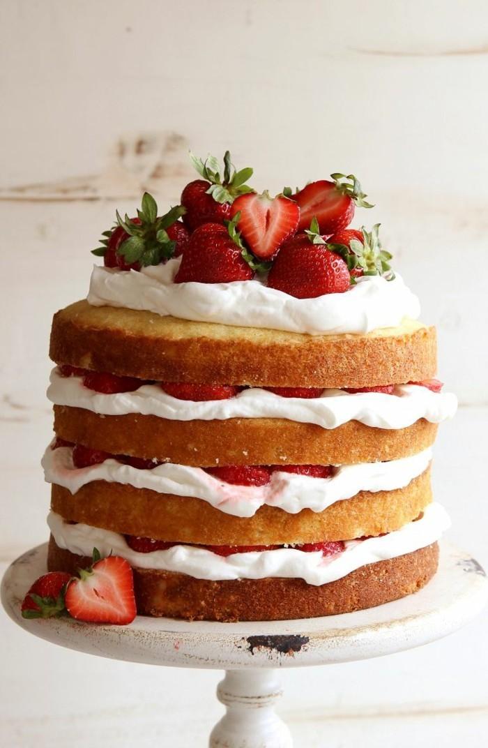 torte dekorieren erdbeeren mehrstöckig