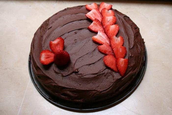 torte dekorieren erdbeeren schokoladentorte ideen