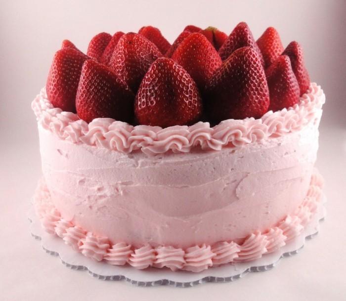 torte dekorieren geburtstagstorte dekorieren erdbeeren rosa creme