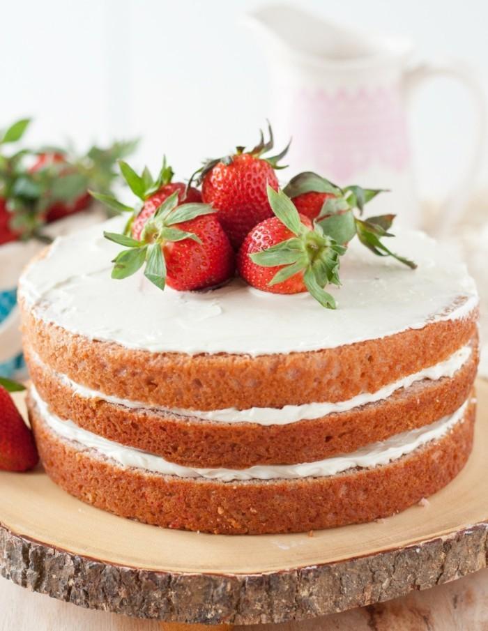 torte dekorieren kuchen mit erdbeeren süßigkeiten ideen